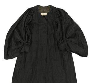 Gown, advocate's / box