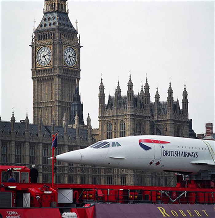 Concorde going past the Houses of Parliament