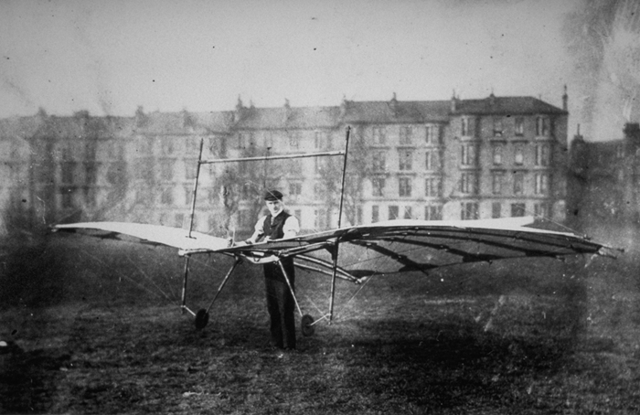 Pilcher tests the Hawk at Kelvingrove Park in 1896