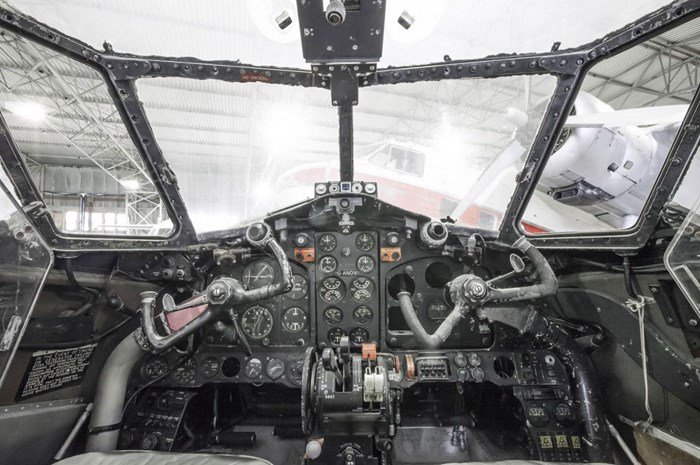 de Havilland Dove cockpit