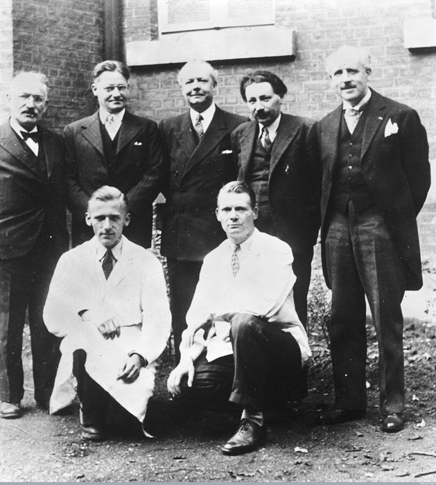 Wellcome Library, London Group portrait(back row, left to right) S. Waksman, H. Florey, J. Trefouel, E. Chain, A. Gratia, (front row left to right) P. Fredericq and Maurice Welsch. Taken by unknown photographer at Oxford.
