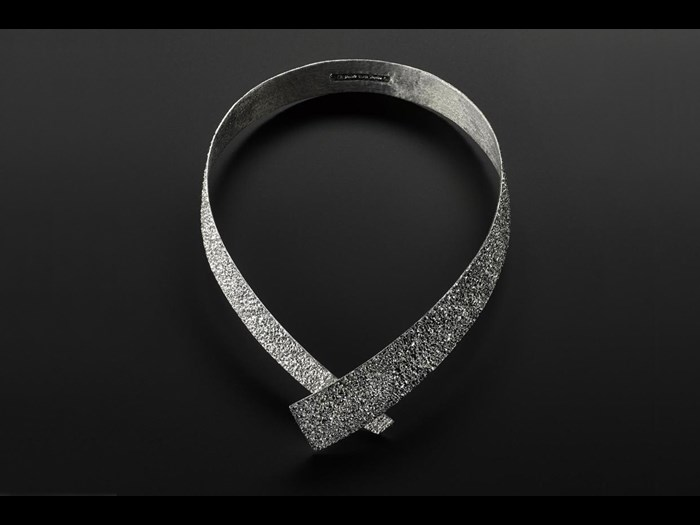 Rigid choker entitled Wound Around, of carved silver coated with rhodium: Japan, Tsuchiura, by Taguchi Fumiki, 2014.