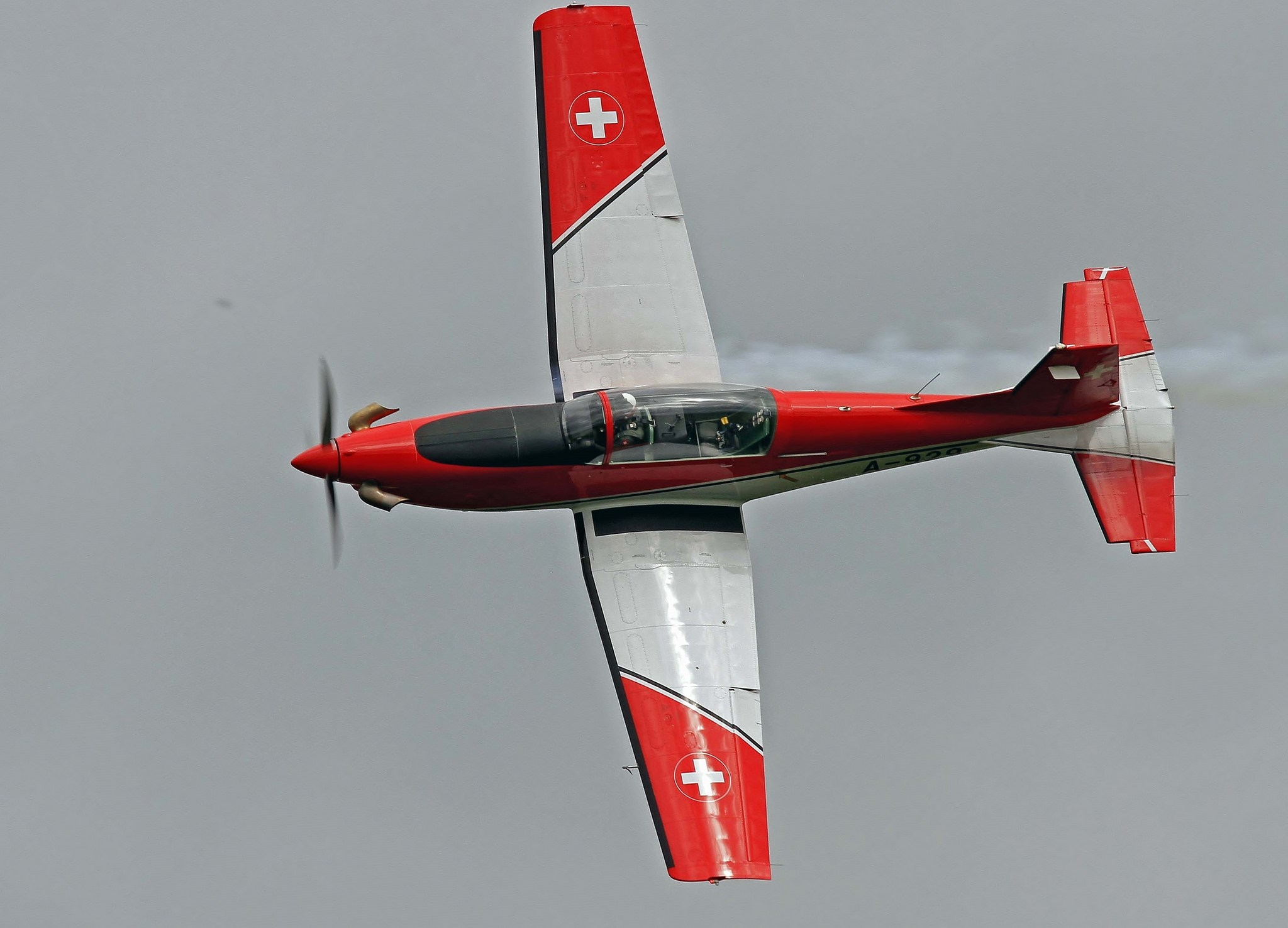 Swiss Air Force PC-7 TEAM Pilatus Turbo Trainer at Scotland's National Airshow 2016  © toowoomba surfer on Flickr