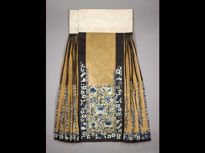 Skirt of figured silk, embroidered with a floral pattern in blue, green and white: China, Qing Dynasty, late 19th century.