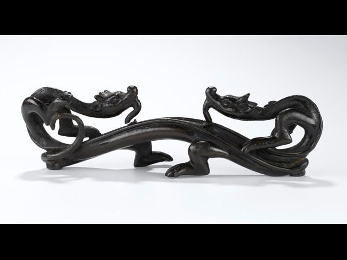 Pen rest of bronze, in form of two conjoined archaic dragons facing one another: China, probably Ming Dynasty, 1368-1644.