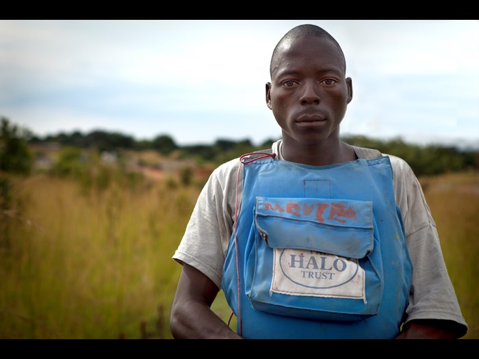 A specially trained deminer in Angola © The HALO Trust