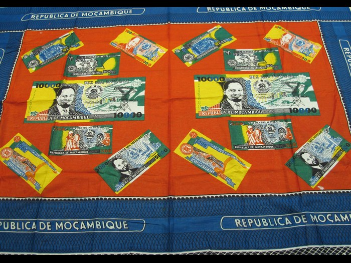 Cotton cloth printed to commemorate issue of new bank notes: Africa, Southern Africa, Mozambique, 1991.
