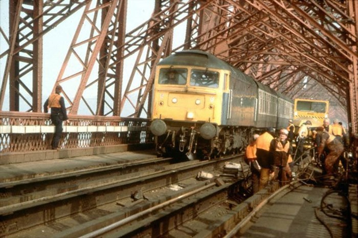 Workers carrying out maintenance on the Forth Bridge, 1985-86