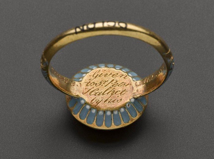 Back of ring given by James VII to Sir Peter Halket
