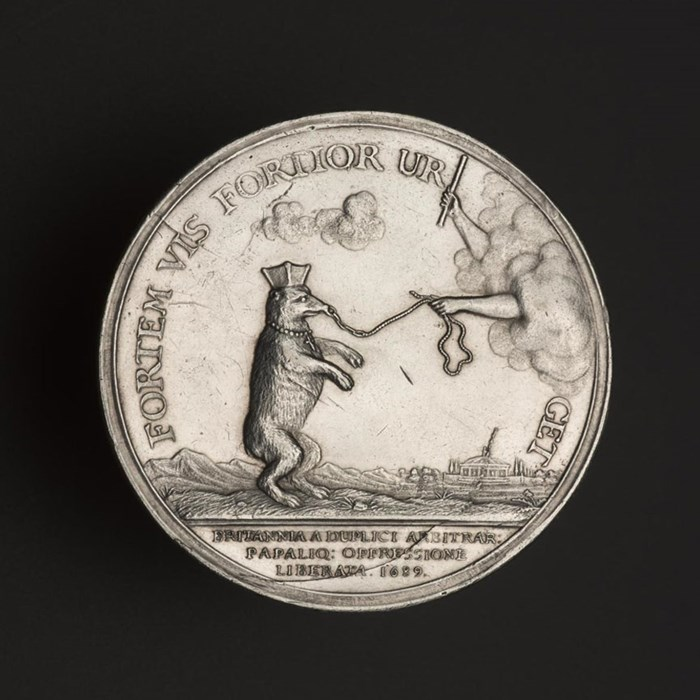 Medal with anti-Jacobite and anti-Catholic sentiments. James is shown as a bear overturning three hives which represent the three kingdoms. Silver, by Jan Smeltzing, Netherlands, 1689.