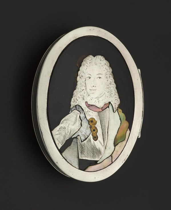 "This tortoiseshell snuffbox has a portrait of James VIII and III on the lid and bears the inscription ""A gift from Prince Charles Stewart to Miss Flora Macdonald 1746""."