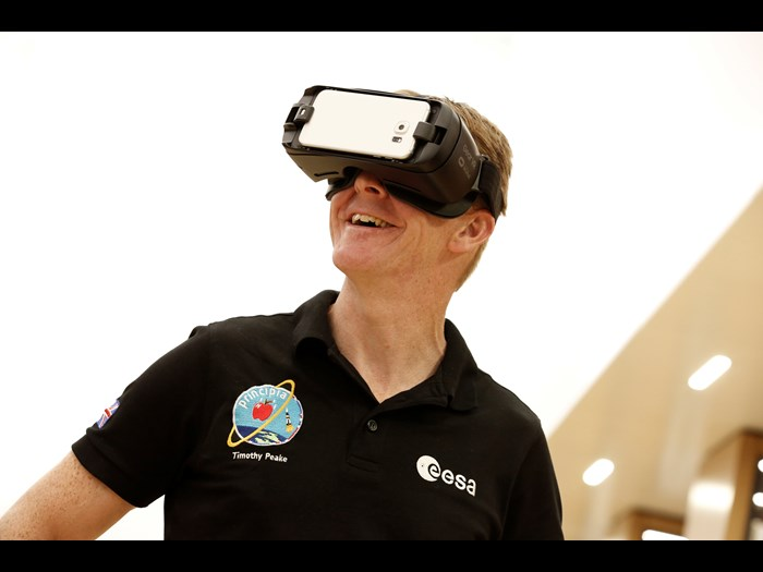 Tim Peake using Space Descent VR © Jody Kingzett, courtesy of the Science Museum