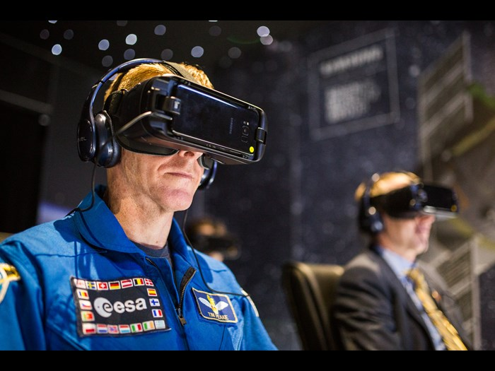 Tim Peake trying out Space Descent VR on Samsung Gear VR headset © National Science and Media Museum  Jody Hartley small