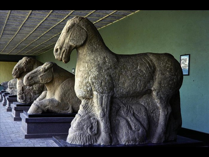 Sculpture of a horse trampling a barbarian, Western Han dynasty (206 BC - 9 AD), at the Tomb of Huo Qubing, Maoling Museum, Xingping, Shaanxi province, China, 1981.