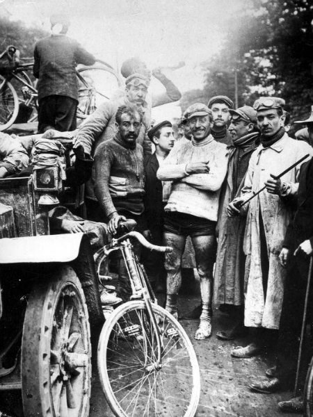 Black and white photo showing the finish of the 1903 Tour de France