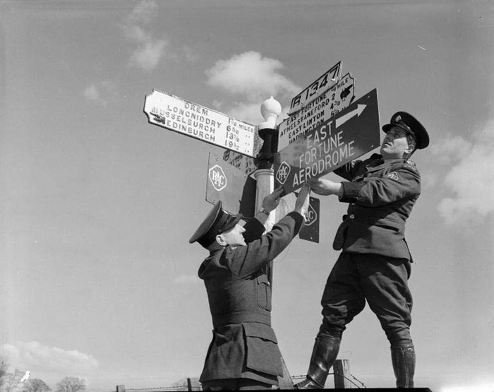 Rac Patrolmen Erecting Sign For East Fortune Airport 1961