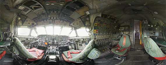 Panoramic view of the cockpit of the De Havilland Comet