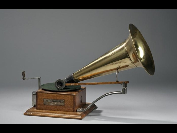 HMV gramophone known as the Dog model.