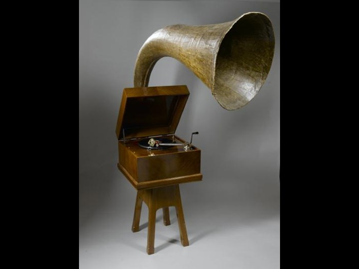 Gramophone, the Expert Senior by E.M. Ginn, c. 1929, with a Collars type D.30 clockwork motor, a large papier-mache horn, and a polished wood cabinet.
