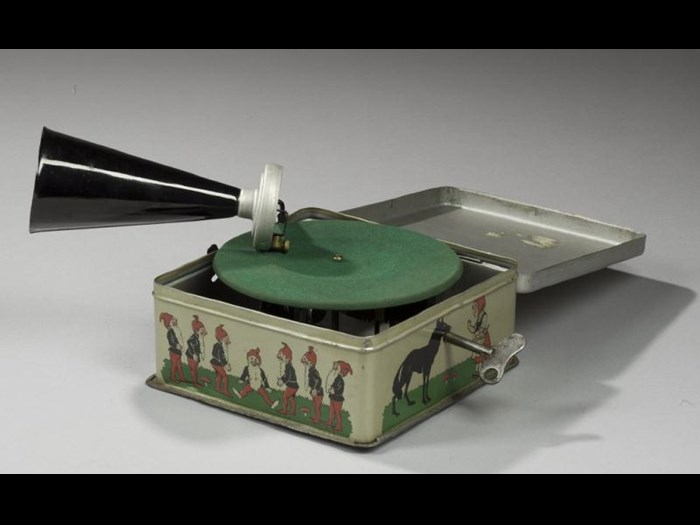 Gramophone with the brand name Bing Pygmyphone, Germany, c. 1935.