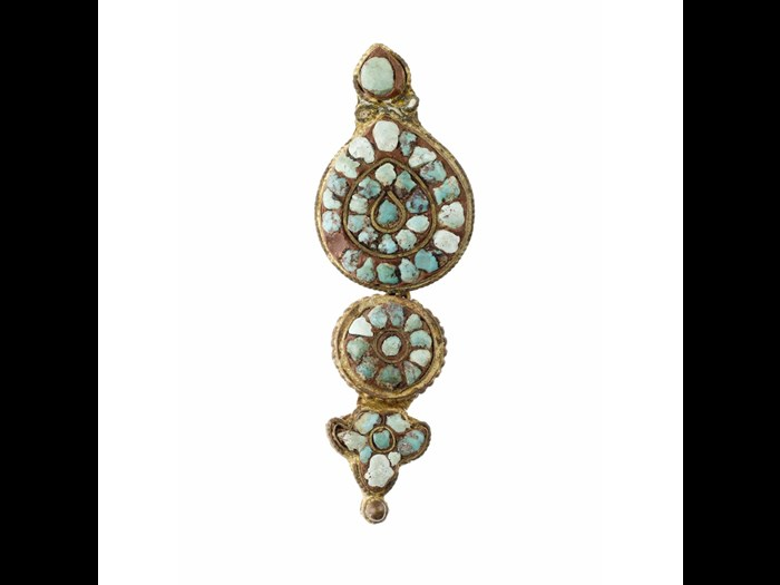 Pair of earrings made of gilt copper and turquoise. Late 19th century. Acquired by David and Isabelle Tyrie. A.1990.88 A