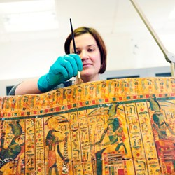 Conserving an Egyptian coffin