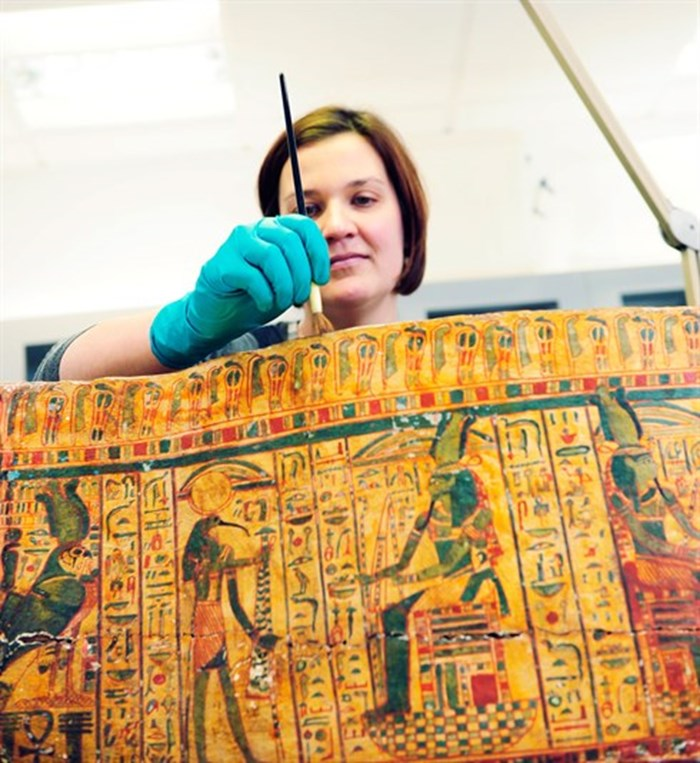 Conserving the coffin of Egyptian priest Iufenamun
