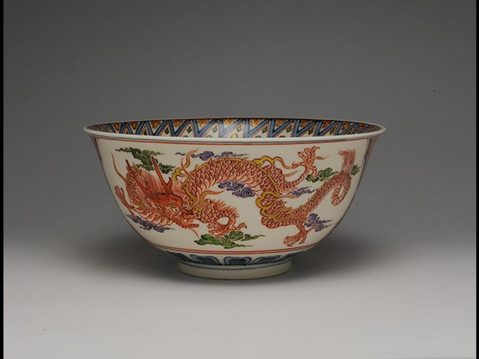 Bowl by Ito Tozan I with design of dragon and phoenix in overglaze enamels, 1922.