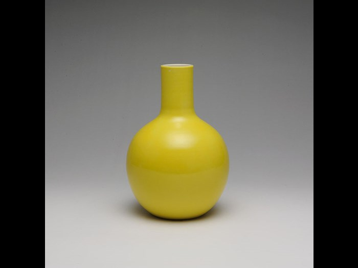 Globular yellow vase in the imperial Chinese style, by Seifu Yohei III, 1890s.