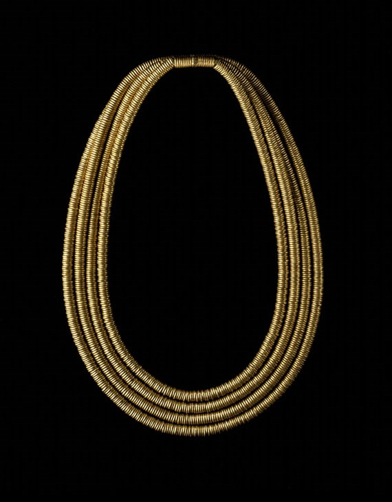 Gold Shebyu collar: consisting of four rows of gold rings threaded on a pad of fibre.