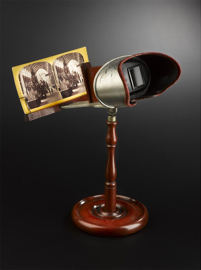 Hand-held stereoscope on a stand