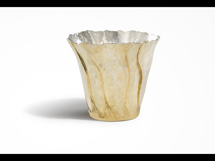 'Beaker', 2004, by Malcolm Appleby, Height: 7.5 cm Diameter: 8.5 cm. Image © The Goldsmiths' Company. Courtesy 'Collection: The Worshipful Company of Goldsmiths'.'